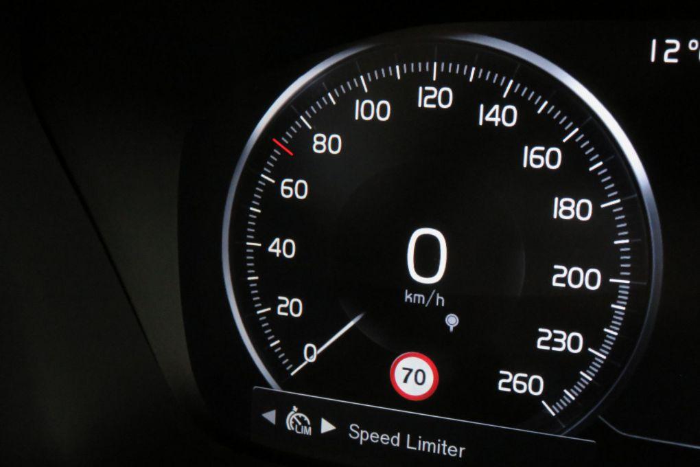 VOLVO V90 D4 AWD